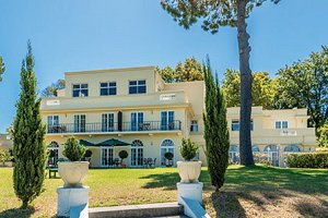 Helderview Hotel & Suites in Somerset West