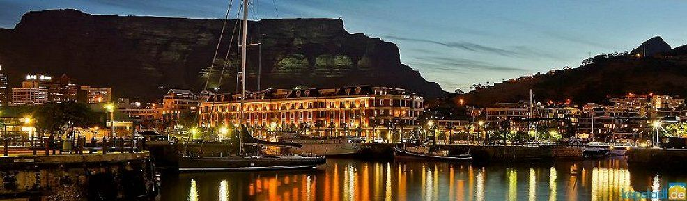 cape grace hotel abends waterfront